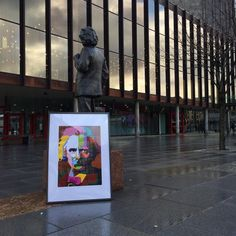 I 1894 gikk Edvard Grieg med tankene om et konserthus i Bergen. Det skulle ta svært mange år, intriger og maktkamper før Grieghallen endelig stod ferdig i 1978. Grieghallen står i dag ikke bare som et monument over vår store komponist Edvard Grieg, den er også et monument over bergensk borgerånd.