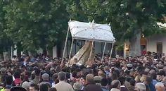 La Virgen del Rocío está en estos momentos procesionando por la aldea del Rocío y visitando a todas sus Hermandades Filiales. ¡VIVA LA VIRGEN DEL ROCÍO!  SALTO A LA REJA 2016