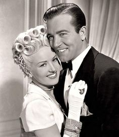The Dolly Sisters, 1945 - Betty Grable & John Payne Old Hollywood Glamour, Golden Age Of Hollywood, Vintage Hollywood, Hollywood Stars, Classic Hollywood, Hollywood Couples, Hollywood Actor, Classic Movie Stars, Classic Movies