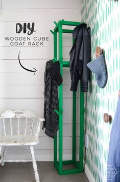 Simple coat rack decor - Home Decorating Trends - Homedit Coat Storage, Diy Coat Rack, Furniture Plans, Diy Furniture, Affordable Furniture, Eye Candy, Do It Yourself Organization, Diy Home Decor For Apartments, Diy Blanket Ladder