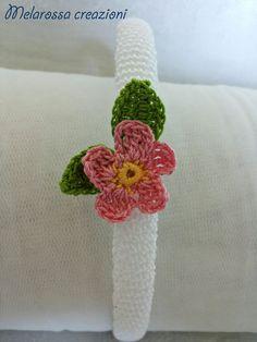 Cerchietto gioiello bianco con fiore rosa OOAK fatto a mano all'uncinetto in filo di Scozia,accessori per capelli,personalizzabile
