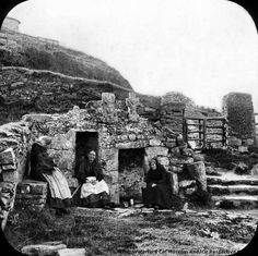 3 women sitting at Saint Declan's Holy Well, Ardmore, Co. Waterford, Ireland Where is the water? Old Pictures, Old Photos, Vintage Photos, Ireland Pictures, Vintage Art, Irish Famine, Irish People, Irish Cottage, Irish American