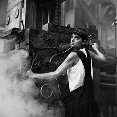 PETER LINDBERGH. Lynne Koesters. Comme des Garçons, Parigi 1984. © Peter Lindbergh