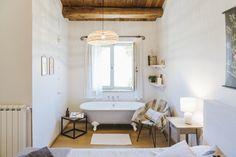 English — Le Mole sul Farfa Le Mole, Clawfoot Bathtub, Rooms, English, Bedrooms, English Language