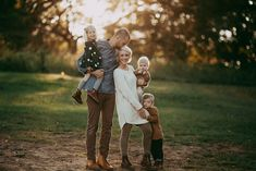 family photo outfits Bethany Sams, Author at Click Pro Daily Project Family Portrait Poses, Family Picture Poses, Fall Family Pictures, Family Picture Outfits, Family Photo Sessions, Family Posing, Family Pics, Family Portrait Outfits, Family Of 5
