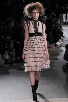 Alexander McQueen - Fall 2015 Ready-to-Wear