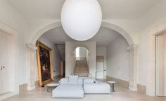 Architect Manuel Aires Mateus transformed century building in Lisbon, Spain, into a stunning boutique hotel called Santa Clara Santa Clara, Living Divani, Living Room, Interior And Exterior, Interior Design, Design Interiors, Interior Decorating, Decorating Ideas, Minimal Living