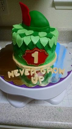 Peter Pan smash cake