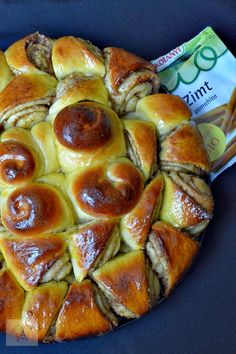 Colac cu nuca si scortisoara | CAIETUL CU RETETE Romanian Desserts, Romanian Food, Romanian Recipes, Good Food, Yummy Food, Artisan Food, Cooking Recipes, Healthy Recipes, Pastry And Bakery