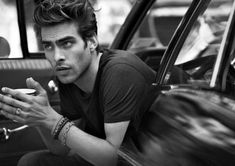 After our first look at the new David Yurman fall winter 2011 2012 campaign featuring Jon Kortajarena [Jon Kortajarena For David Yurman New York Collection] and a couple of videos here are some new pictures of Jon by Peter Lindbergh. Jon Kortajarena, Peter Lindbergh, Joan Smalls, Top Model Homme, Best Male Models, David Yurman Mens, Car Editorial, Making Faces, Fashion Advertising
