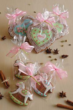 Więcej wzorów lukrowanych pierniczków znajdziesz na stronie  www.facebook.com/koronkowe.pierniczki