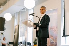 London to tech startups: Please don't mind the Brexit gap     - CNET  Enlarge Image  London mayor Sadiq Khan tells New Yorkers about his citys opportunities for tech companies even after Brexit.                                              WeWork                                          The UK faces a potential economic backlash from its decision to exit the European Union but London Mayor Sadiq Khan doesnt think tech startups should be worried.  Khan on Monday stopped in New York while on a…