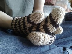 Ticklish Fingers: Crochet Mittens (instructions included)