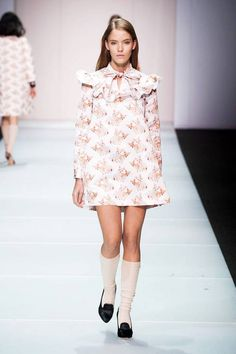 Au Jour Le Jour Fall 2014 Ready-to-Wear Collection Pink Fashion, Cute Fashion, Runway Fashion, Fashion Beauty, Fashion Show, Fashion Design, Milan Fashion, Lauren Conrad Style, Milano Fashion Week