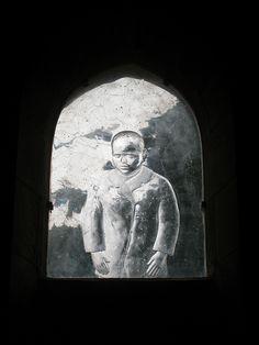 Vitrail monochrome de l'église abbatiale de Saint-Gildas-des-Bois.St-Nazaire. Pays-de-la-Loire