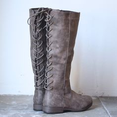 Laced up weathered riding boots - black | More Weather ideas
