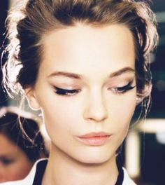 Holiday Beauty Inspiration : Winged Liner