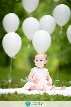 I like how the ballonons are staggered in the back. One Year Old Liz Czinege Photography Birthday Photography, Toddler Photography, Newborn Photography, Outdoor Baby Photography, Balloons Photography, Cake Photography, Smash Cake Girl, Baby Girl Cakes, Smash Cakes