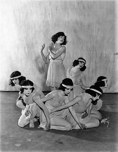Louise Brooks with the Denishawn Dancers, 1923 Brooks began her entertainment career as a dancer, joining the Denishawn modern dance company in Los Angeles (whose members included founders Ruth St. Denis, and Ted Shawn, as well as a young Martha Graham) in 1922. In her second season with the company, Brooks had advanced to a starring role in one work opposite Shawn. Louise Brooks, Martha Graham, Isadora Duncan, Dance Choreography, Dance Company, Modern Dance, Dance Costumes, Vintage Photos, Vintage Ladies