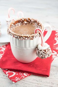 The World's Best Hot Chocolate is creamy, rich, chocolate-y and delicious. You'll never want to buy store-bought hot chocolate again! Christmas Drinks, Christmas Desserts, Christmas Treats, Christmas Baking, Christmas Cup, Christmas Cookies, Xmas, Homemade Hot Chocolate, Hot Chocolate Bars