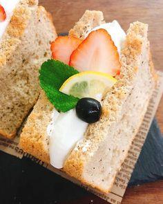 おはようございます  11時よりモリモトシンミセ さんのパン販売です モカラムレーズンバターサンド チョコナッツスコーン  レモンティーシフォン  クリームサンド  渦巻き食パン(抹茶胡桃オレンジ紫芋大納言)  ベーグル2種(枝豆チーズオレンジ柚子レモンクリームチーズ)  白コッペサンド(ウインナーサルサソースアボカド生ハム) サンドはお昼くらいになりそうです  お待ちしています
