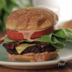 Impress your guests with picture-worthy burgers! Impress your guests with picture-worthy burgers! Burger Recipes, Gourmet Recipes, Healthy Recipes, Best Cheeseburger Recipe, Hamburger Patties, Dinner Sides, Creative Food, Food Print, Deserts