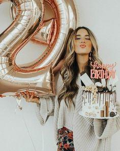 25th Birthday Parties, Birthday Goals, Cake Birthday, Birthday Balloon Decorations, Birthday Balloons, Cute Birthday Pictures, 30th Birthday Ideas For Women, Birthday Party Photography, Birthday Woman