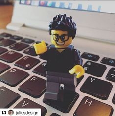 Basta un MyEgo Toys di fianco al PC e anche la giornata in ufficio passa più in fretta!