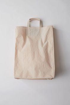購物提袋也是一種時髦的體現,Acne Studios推出價值US$ 600的Baker Bag - The Femin