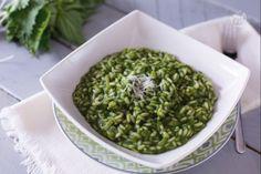 Potrà sembrarvi strano utilizzare una pianta selvatica per realizzare un primo piatto ma il risotto alle ortiche ha un gusto delicato e raffinato!