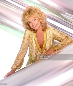 Singer Barbara Mandrell poses for a portrait in 1982 in Los Angeles, California.