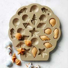 Nordic Ware Seashell Cakelet Plaque these little cake seashellsare so cute! Cool Kitchen Gadgets, Kitchen Items, Cool Kitchens, Shaped Cake Pans, Watermelon Smoothies, Nordic Ware, Small Cake, Cooking Gadgets, Cute Food