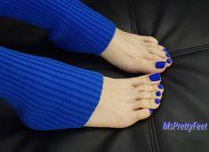Pin on stuff Pin on stuff Blue Toe Nails, Pretty Toe Nails, Feet Nails, Pretty Toes, Blue Pedicure, Foot Pedicure, Pedicure Socks, Feet Soles, Women's Feet