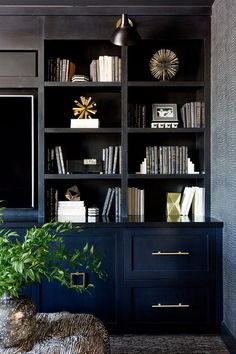 Dark navy built ins styled perfectly Palm Springs I Built In Tv Wall Unit, Built In Tv Cabinet, Built In Shelves Living Room, Tv Built In, Built In Bookcase, Bookcases, Black Tv Cabinet, Wall Units, Dark Living Rooms