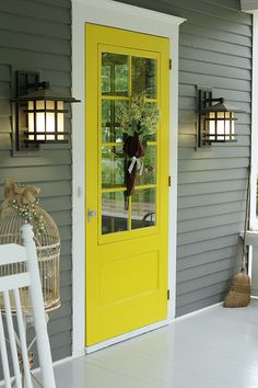 23 new ideas house facade makeover home exteriors front doors Yellow Paint Colors, Door Paint Colors, Best Paint Colors, Yellow Painting, Yellow Front Doors, Painted Front Doors, Front Door Colors, Exterior Front Doors, Exterior Paint