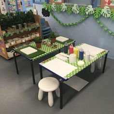 Creative area (dough & paint) - animals Year 1 Classroom, Early Years Classroom, Reading Den, Creative Area, Block Play, Classroom Organisation, Eyfs, Small World, Activities For Kids
