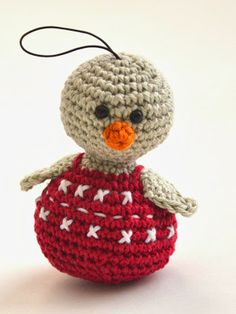 Happy de Kerst-mus. Happy, the Christmas Sparrow. Free pattern by woolytoons in Dutch