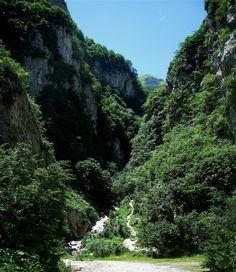 walking tours italy le Marche- Golla del Infernaccio