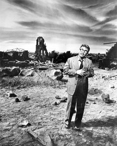 15 Fascinating Behind the Scenes Photos From the Classic TV Series 'The Twilight Zone' ~ vintage everyday Quatrième Dimension, Big Plants, At Last, Scene Photo, Planting Seeds, Raised Garden Beds, Twilight, Behind The Scenes, Tv Series