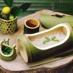<Kagawa prefecture> From Shodoshima blessed with beautiful nature in Setouchi and a climate climate optimum for noodle making. Bamboo Art, Bamboo Crafts, Japanese Kitchen, Japanese Food, Japanese Noodles, Bamboo House Design, Bamboo Building, Bamboo Architecture, Bamboo Furniture