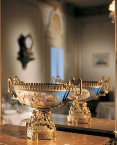 Vase given by Empress Alexandra Feodorovna of Russia when she stayed at the hotel in 1859 Alexandra Feodorovna, Hesse, Russian Painting, At The Hotel, Decorative Bowls, Photos, Paintings, Art, Russia