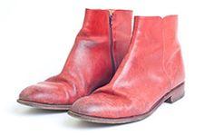 Farblose Schuhcreme bei roten Stiefeln