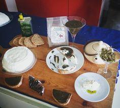 """Oggi """"studiamo"""" così  laboratorio del gusto  #cescot #rimini #myrimini #canapa #olio #ricotta #squacquerone #pane #farro #tisana #farina #scuola #school #studio #food #cibo #foodporn #pranzo #pausapranzo #fame #studenti #students #imparare #assaggi #likeforlike #followforfollow #instafood #italy by sara_sonica"""