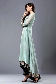 3d15898537dd2 You are currently viewing Pakistani formal dresses in tail style.