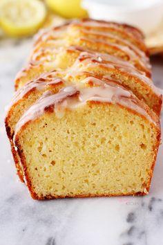 Bir yandan ikinci dilimimi yerken bildiriyorum; dünyanın en hafif ve leziz limonlu keki az önce benim fırınımdan çıkmış olabilir. ...