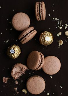 Ferrero Rocher Macarons (Culinary Couture) Happy 2015 everybody! Whaddya say we start the new year off with some macarons? I think you'd all be pretty happy with that decision considering three of my top ten recipes of 2014 were none other th Just Desserts, Delicious Desserts, Macaron Cookies, Macaron Cake, Nutella Macarons, Macarons Chocolate, Vegan Macarons, Chocolate Smoothies, Macaron Boxes