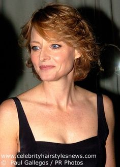 Jodie Foster Feathered Haircuts for Short Hair Medium Layered Hair, Short Layered Haircuts, Short Hair With Layers, Short Hair Cuts, Layered Hairstyles, 1970s Hairstyles, Short Hairstyles For Women, Hairstyles With Bangs, Diy Hairstyles