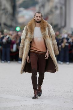 Everything but the fur, unless it's faux of course... Shirt with beautiful dégradé and a welcoming brown