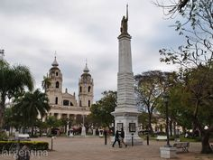 Plaza y Catedral Nuestra Señora del Rosario en Goya