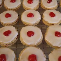This shortbread cookie is a traditional Scottish recipe. These are round cookies sandwiched with jam and topped off with a delicious icing and a cherry. These are Empire Biscuits Shortbread Recipes, Shortbread Cookies, Cookie Recipes, Dessert Recipes, Milk Recipes, Dessert Ideas, Yummy Treats, Sweet Treats, Yummy Food